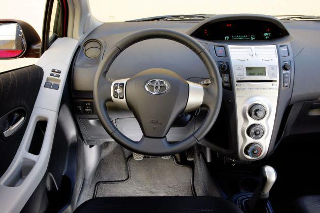 Toyota Yaris II - deska rozdzielcza