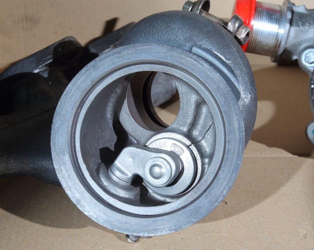 pęknięcie korpusu turbosprężarki