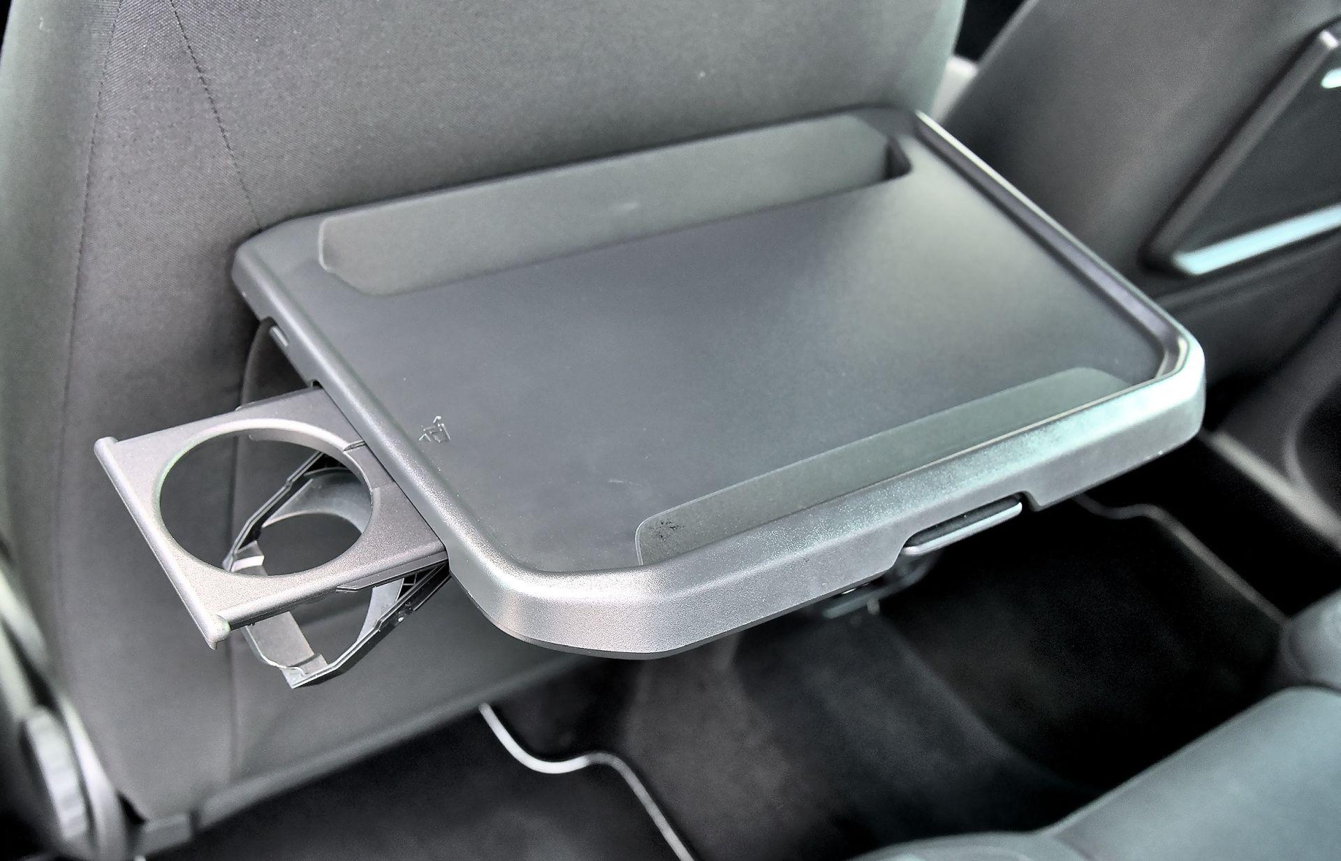 Volkswagen Tiguan - stolik