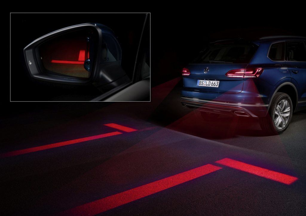 VW Touareg: Optical Park Assist