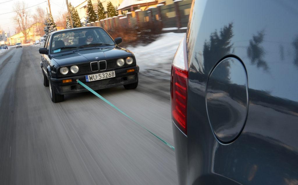 uruchamiane samochodu na zaciag