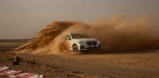 BMW X5 na pustyni w Maroko