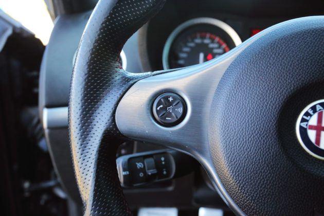 Alfa Romeo 159 - przycisk na kierownicy