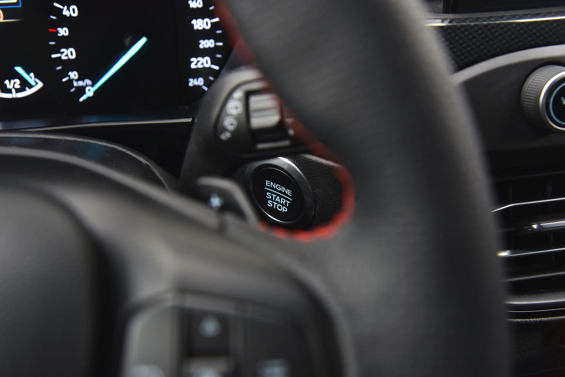 Ford Focus IV - przycisk