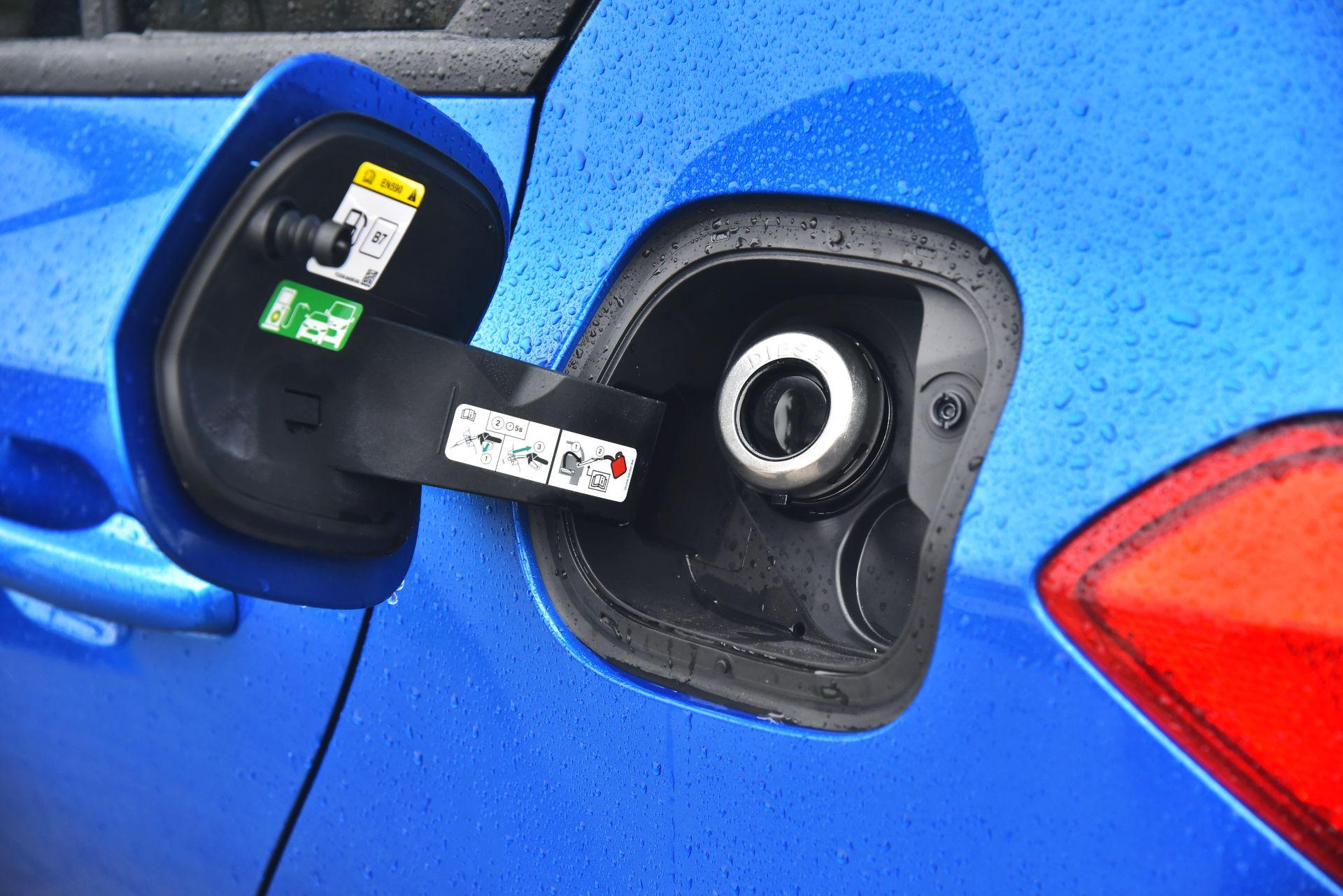 Ford Focus IV - wlew paliwa