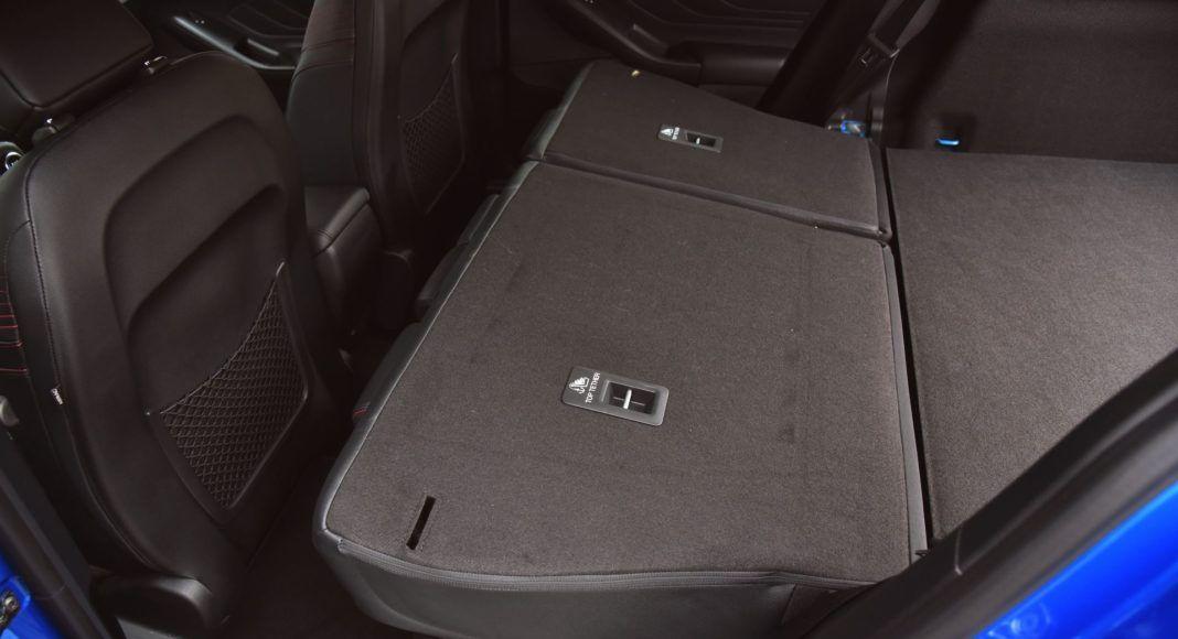 Ford Focus IV - składana kanapa
