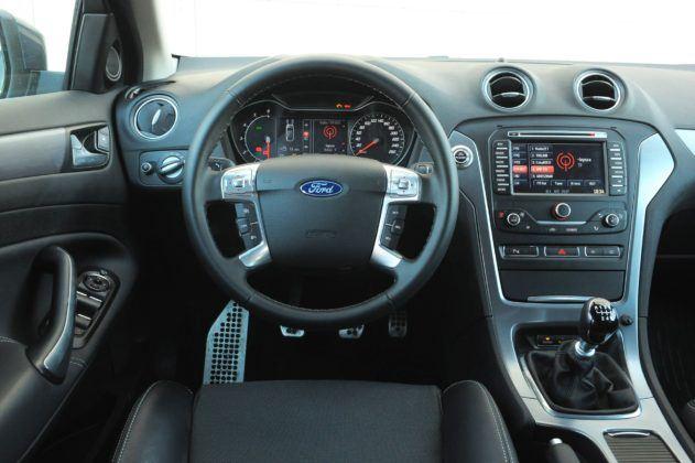 Ford Mondeo IV - deska rozdzielcza