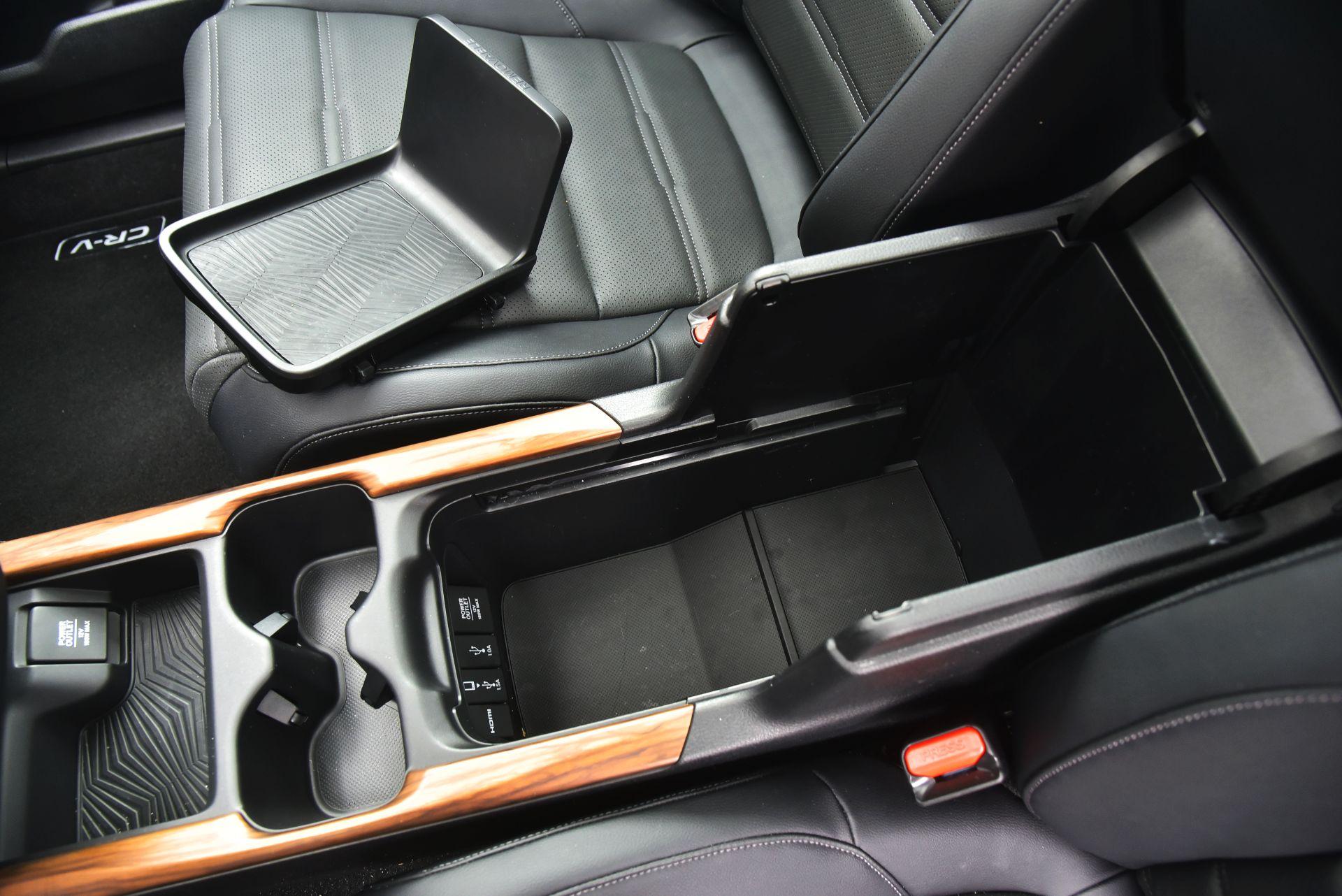 Honda CR-V V - podłokietnik