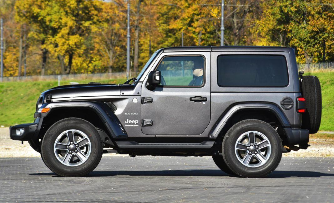 Jeep Wrangler Sahara - bok