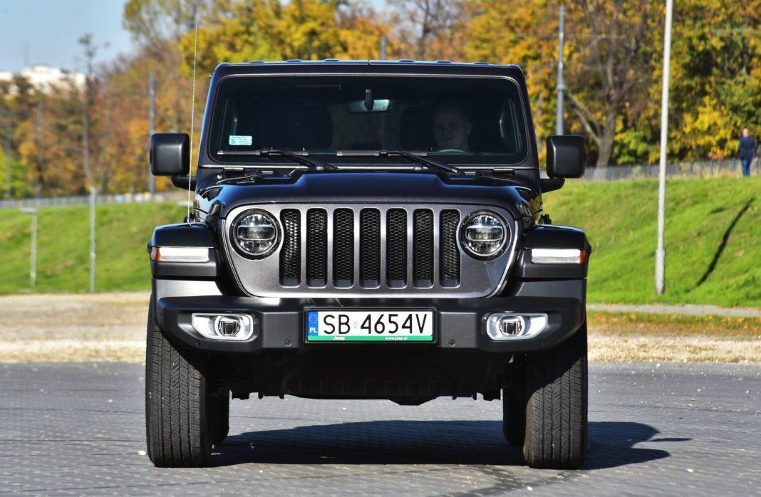 Jeep Wrangler Sahara - przód