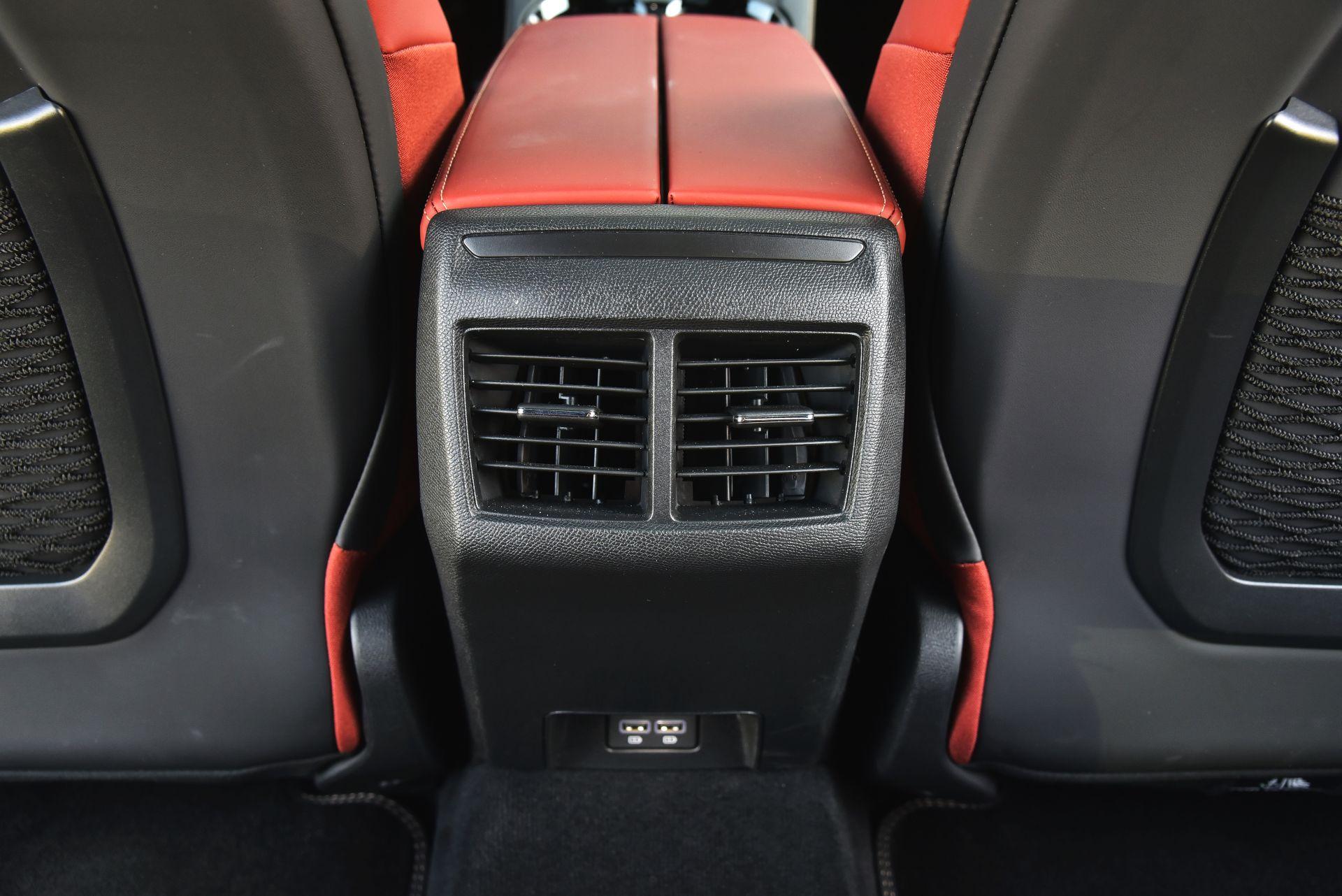 Peugeot 508 - nawiewy tył