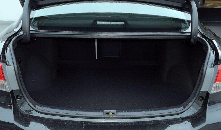 Toyota Avensis III bagażnik (3)