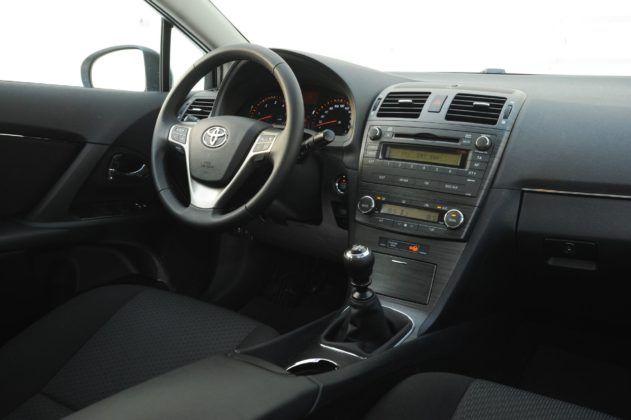 Toyota Avensis III - deska rozdzielcza