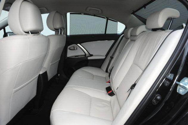 Toyota Avensis III - kanapa