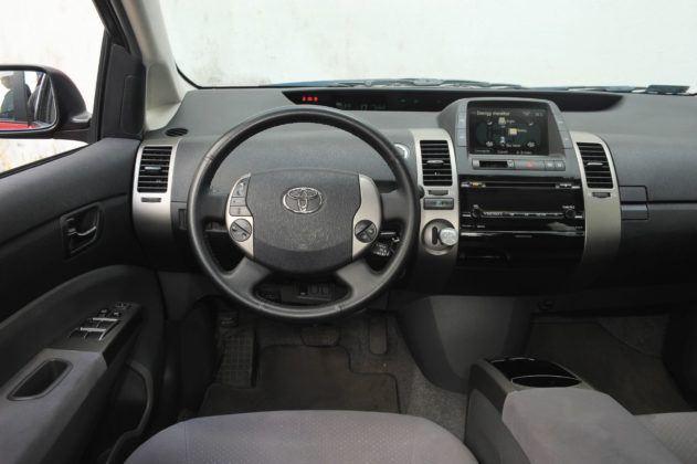 Toyota Prius II - deska rozdzielcza