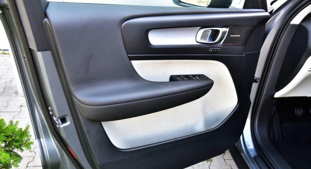 Volvo XC40 - boczek