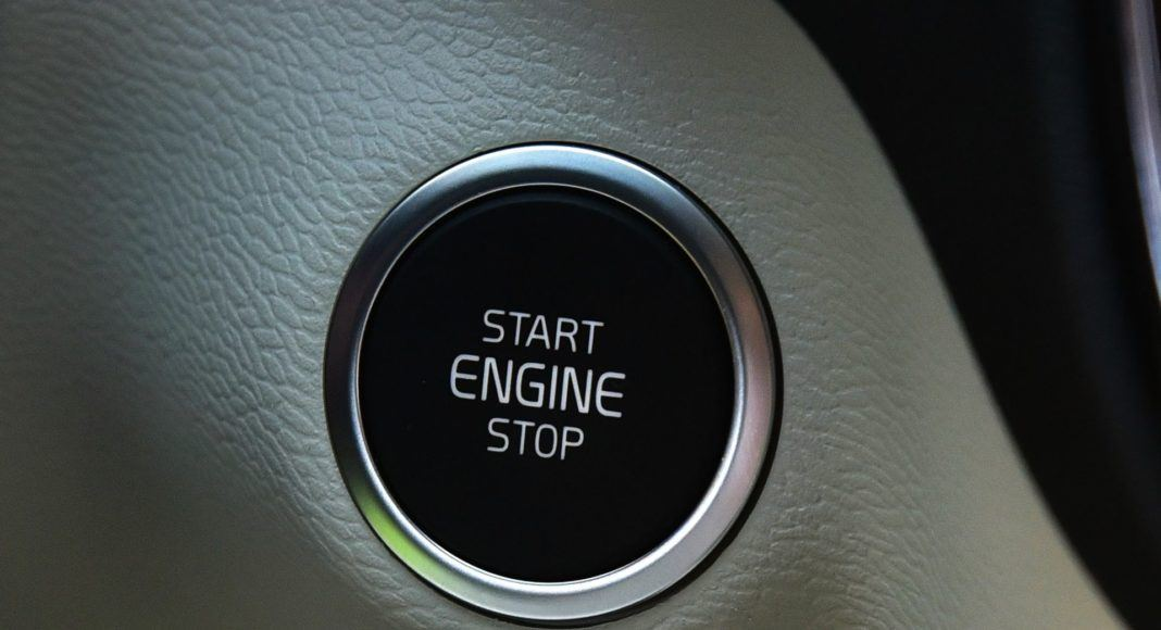 Volvo XC40 T3 - przycisk