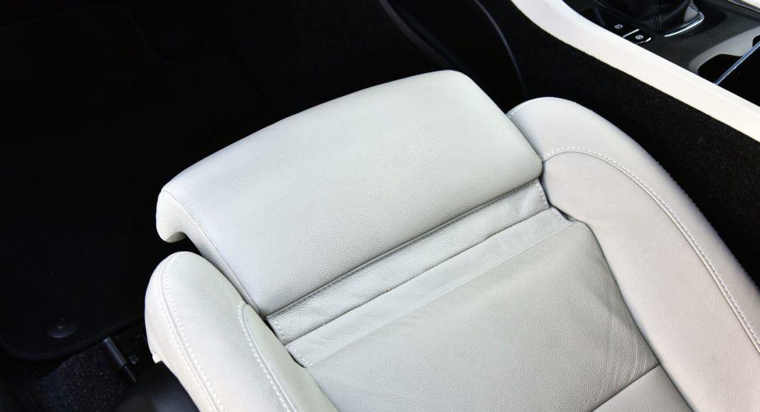 Volvo XC40 T3 - podparcie ud
