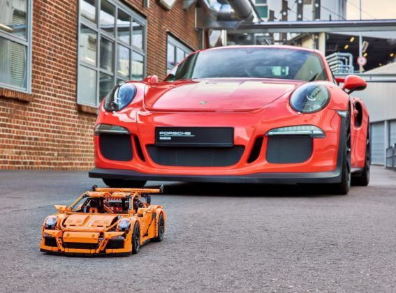 LEGO Technic Porsche 911 GT3 RS w skali 1:8
