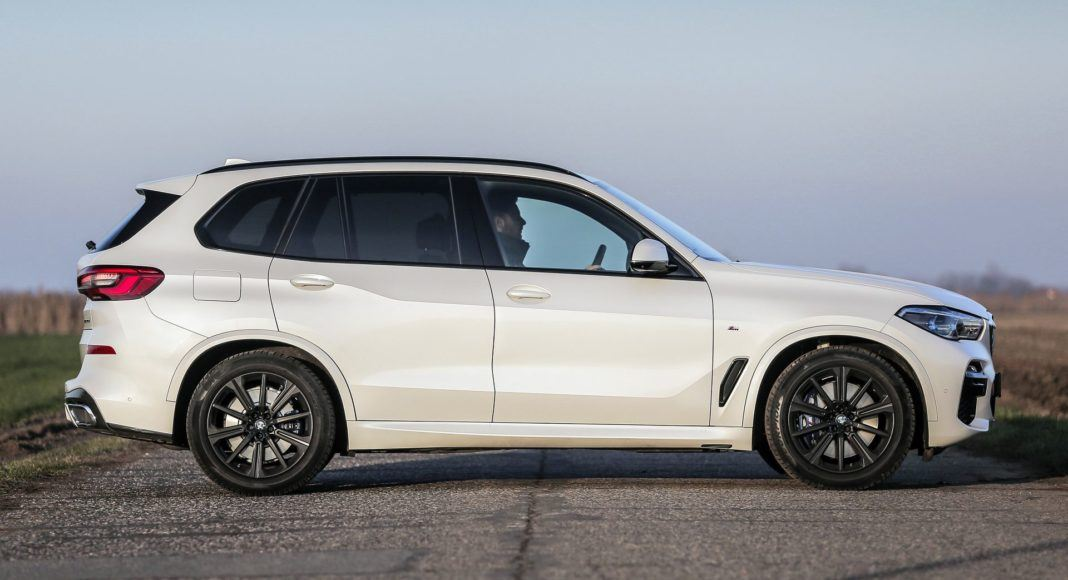 BMW X5 - bok