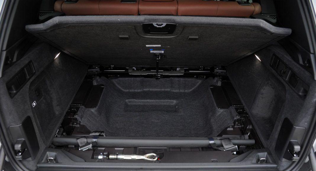 BMW X5 - podłoga bagażnika