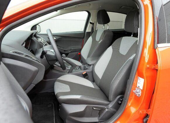 Ford Focus III - fotel kierowcy (2)