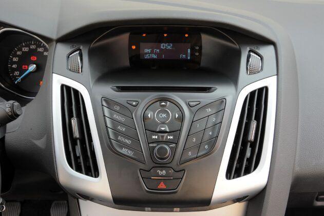 Ford Focus III konsola środkowa
