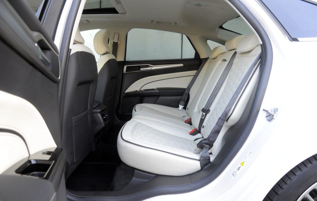 Ford Mondeo - kanapa