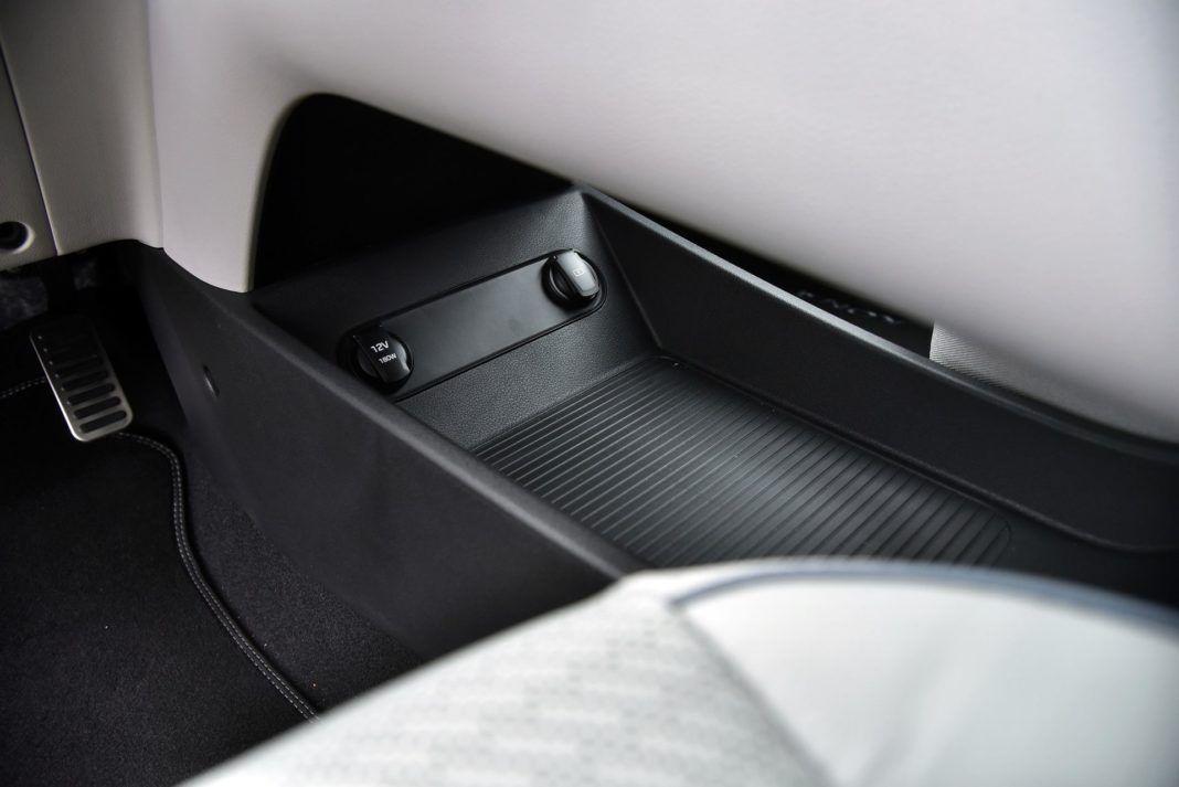 Hyundai Kona Electric - gniazdka