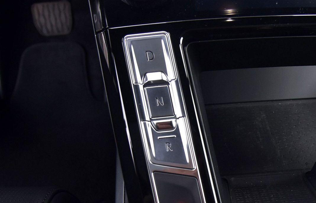 Jaguar I-Pace - przyciski biegów