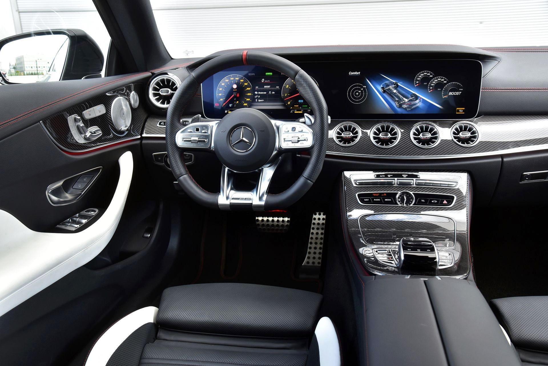Mercedes-AMG E 53 Coupe - deska rozdzielcza