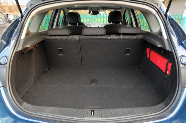 Opel Astra IV - bagażnik