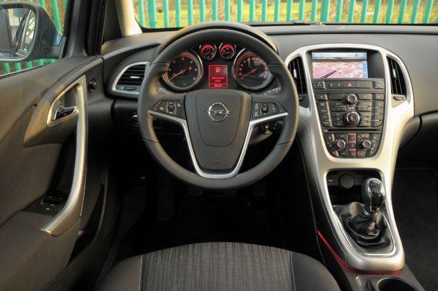 Opel Astra IV - deska rozdzielcza