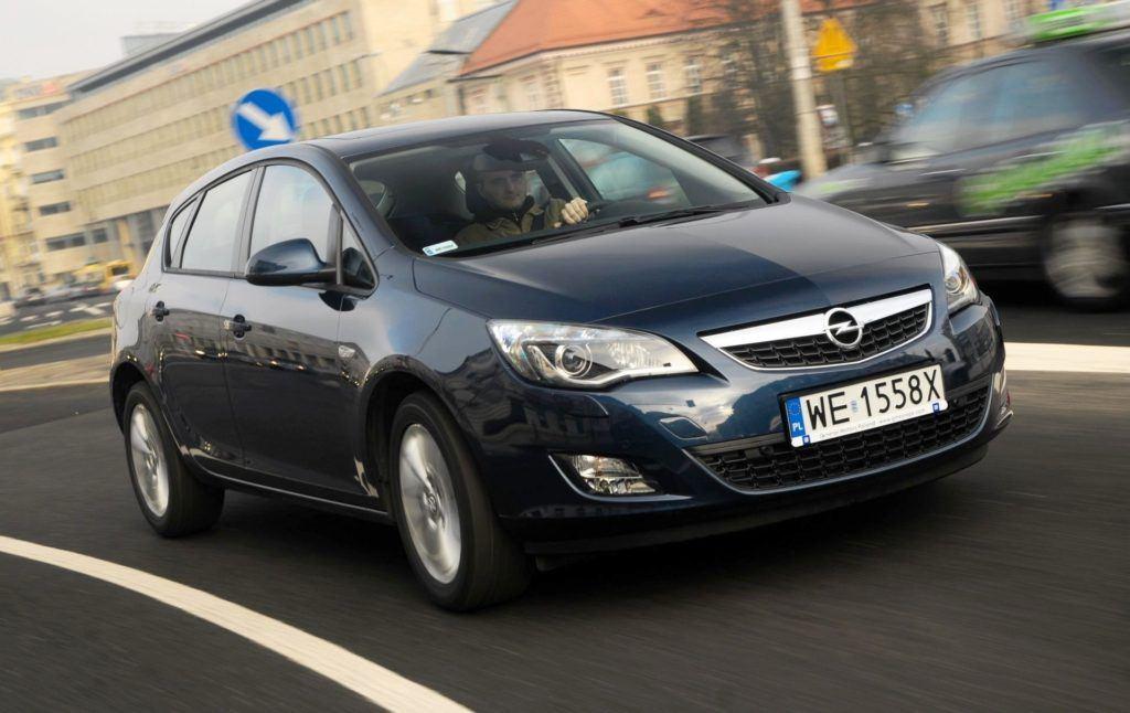 Opel Astra IV - dynamiczne