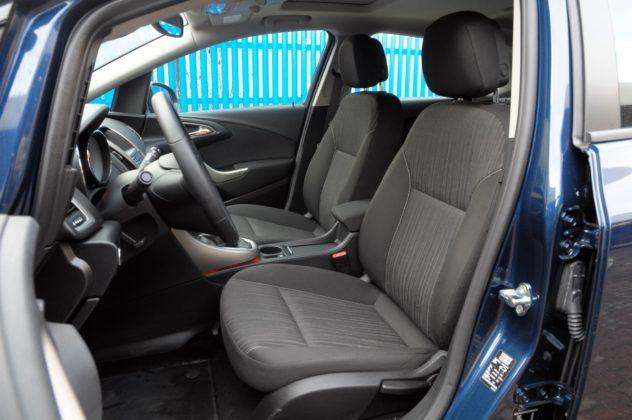 Opel Astra IV - fotel kierowcy