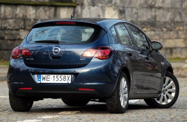 Opel Astra IV - tył