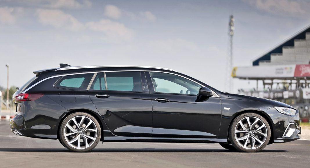 Opel Insignia ST Diesel BiTurbo GSi - bok