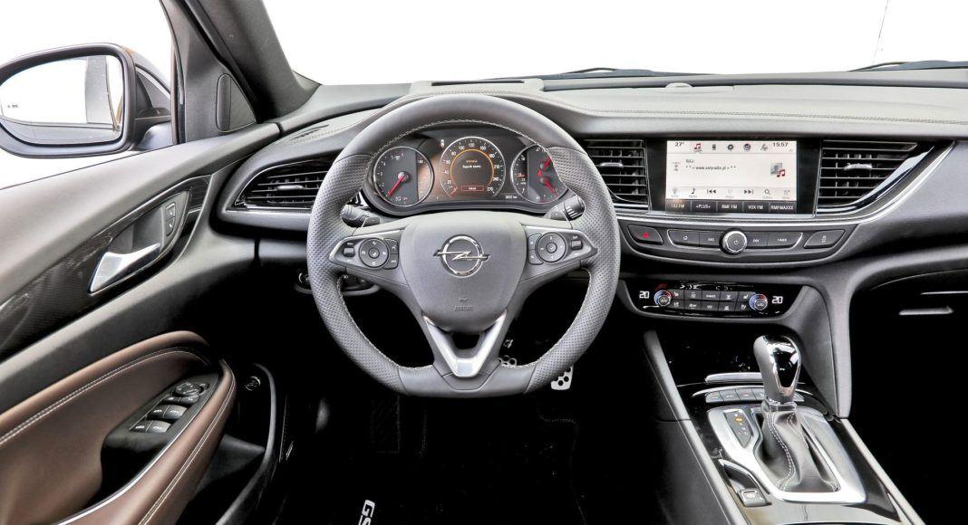 Opel Insignia ST Diesel BiTurbo GSi - deska rozdzielcza