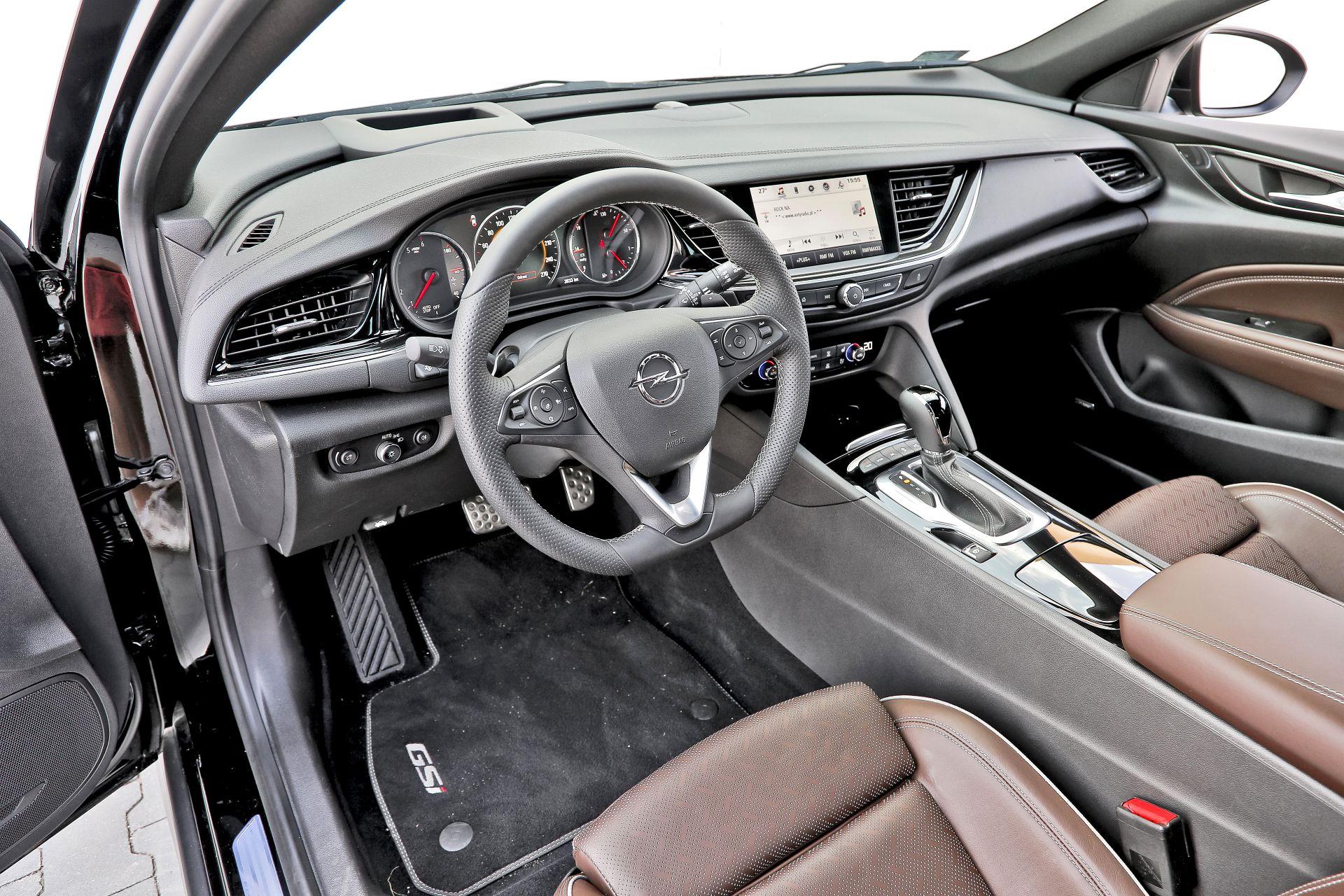 Opel Insignia ST GSi - deska rozdzielcza