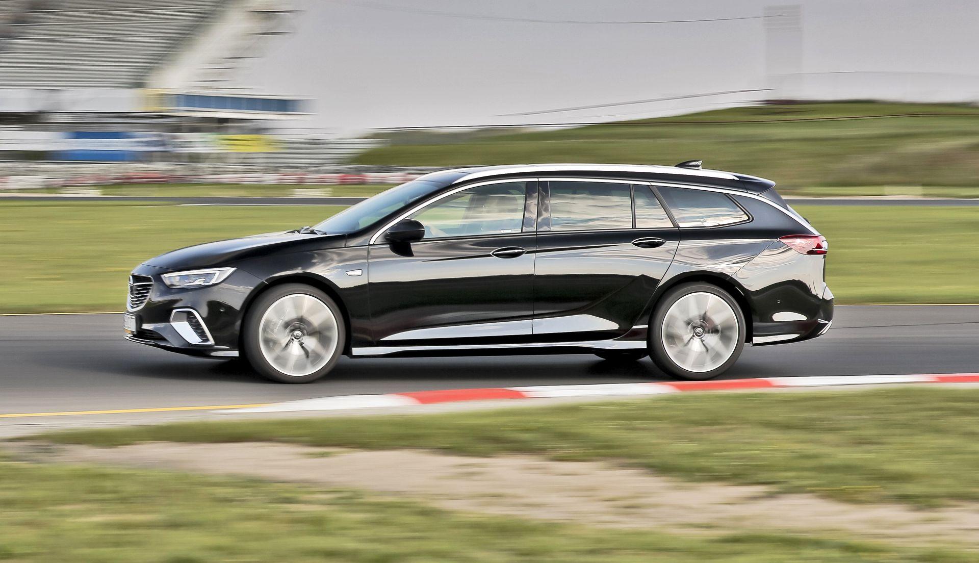 Opel Insignia ST GSi - dynamiczne