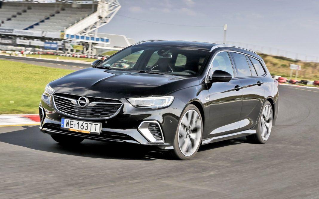 Opel Insignia ST GSi - otwierające