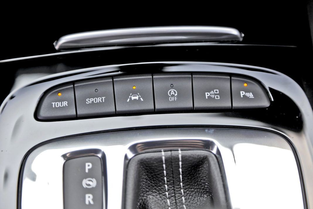 Opel Insignia ST Diesel BiTurbo GSi - tryby jazdy