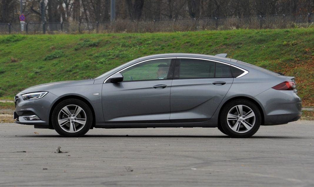 Opel Insignia - bok