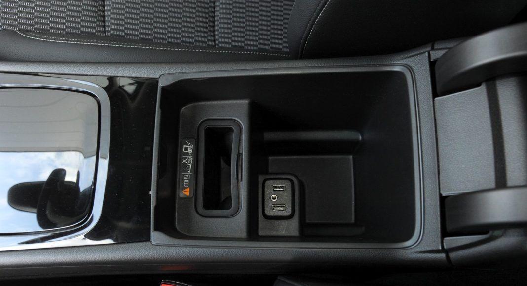 Opel Insignia - podłokietnik