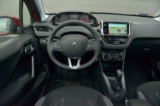 Peugeot 208 - deska rozdzielcza