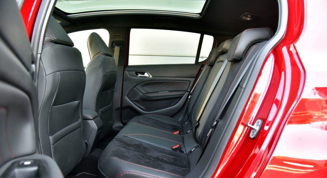 Peugeot 308 GT - kanapa