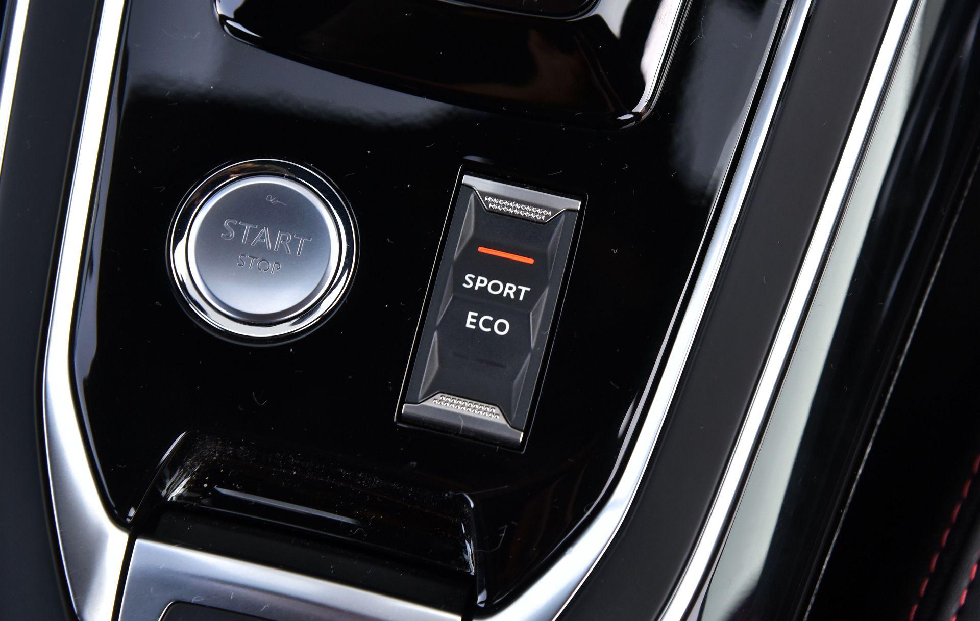 Peugeot 308 GT - przycisk SPORT