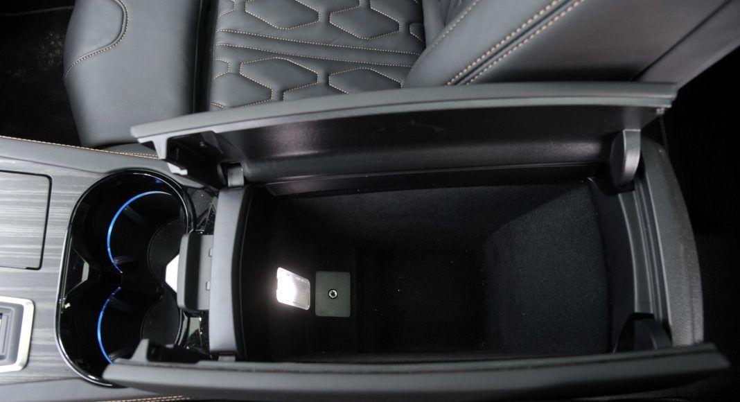 Peugeot 508 - podłokietnik