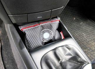 Pochłaniacz wilgoci do samochodu: jak wpływa na parowanie szyb auta?