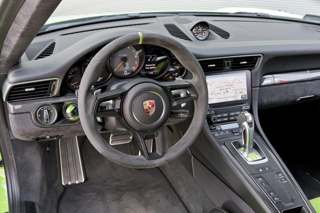 Porsche 911 GT3 RS - deska rozdzielcza